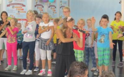 Nastop učencev na 11. otroškem bazarju