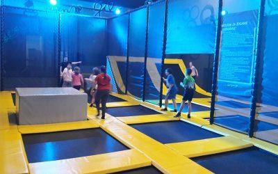 Skakanje in zabava na trampolinih