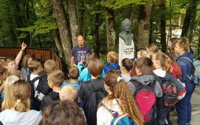Sedmošolci na ekskurziji v Idrijo in Partizansko bolnico Franjo
